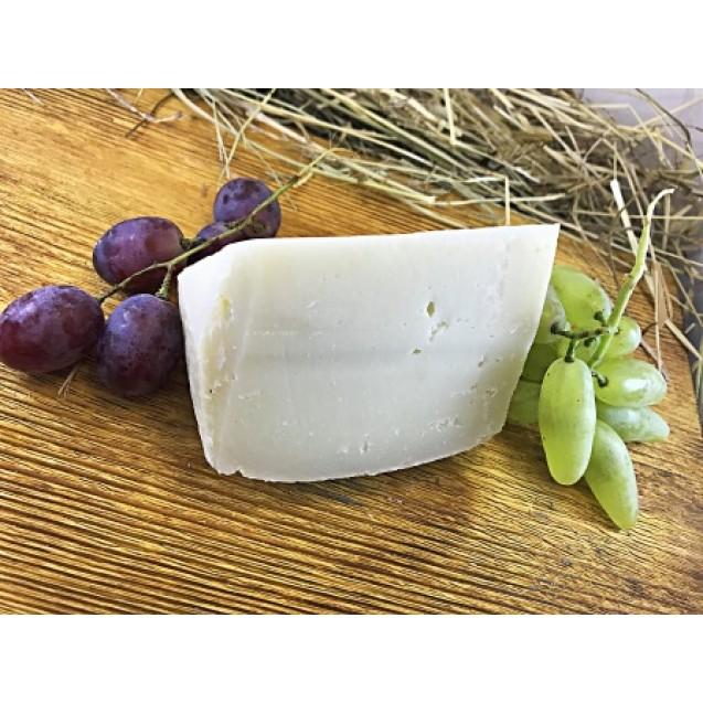 Сыр «Лама» из козьего молока, выдержка от 3 месяцев, 45% жирн.