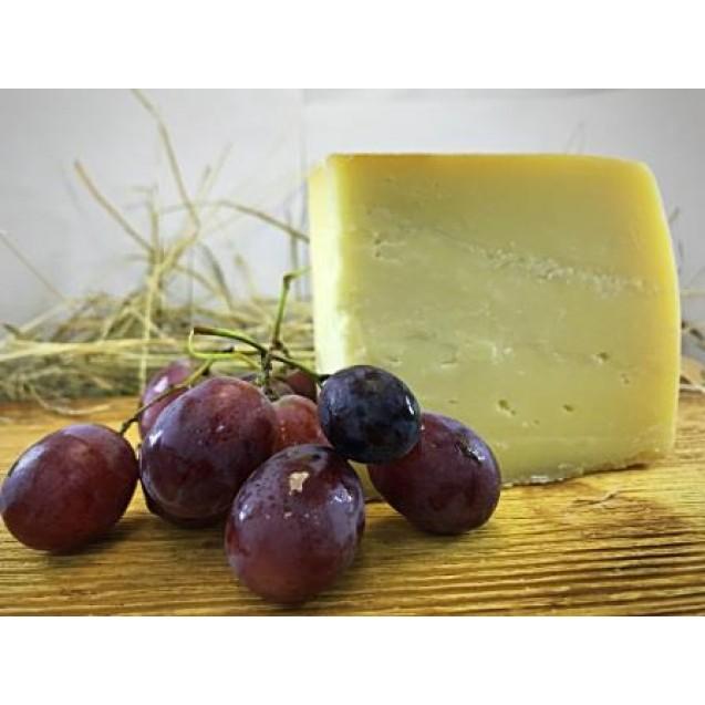 Сыр «Стромиловский» из коровьего молока, выдержка от 12 месяцев 45% жирн.